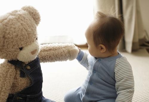 Is een knuffel echt een vriend voor mijn baby | Nestlé Baby®